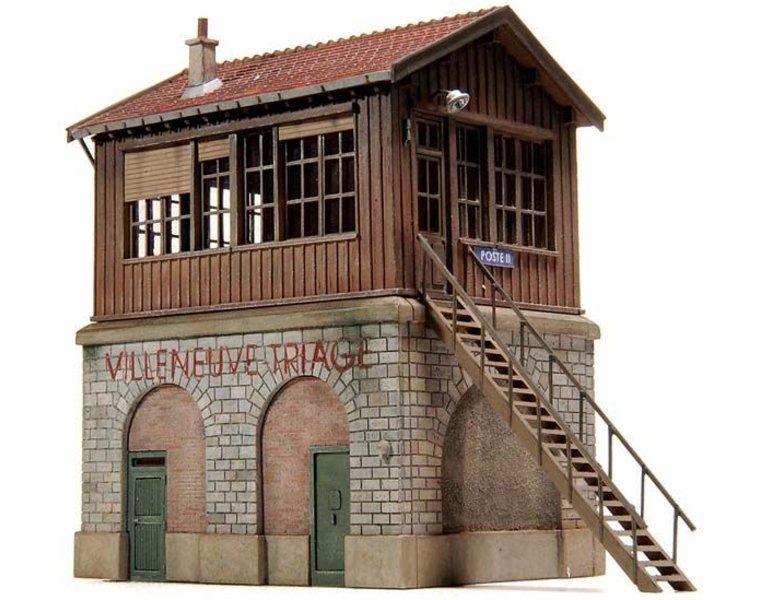 Signal tower in Villeneuve-Triage