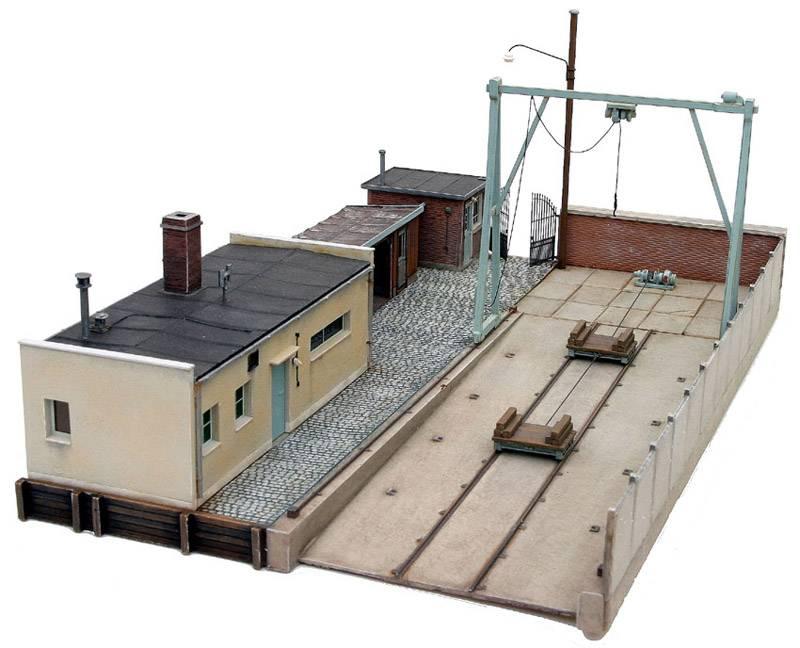 Werfterrein inclusief gebouwen, 1:87, bouwpakket uit resin, ongeverfd