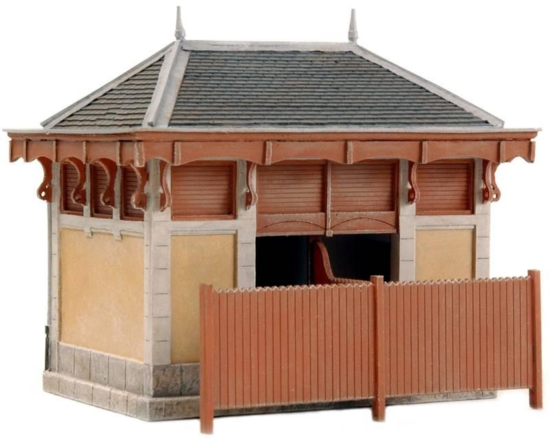 Frans wc- en materiaalgebouwtje, 1:87, bouwpakket uit resin, ongeverfd