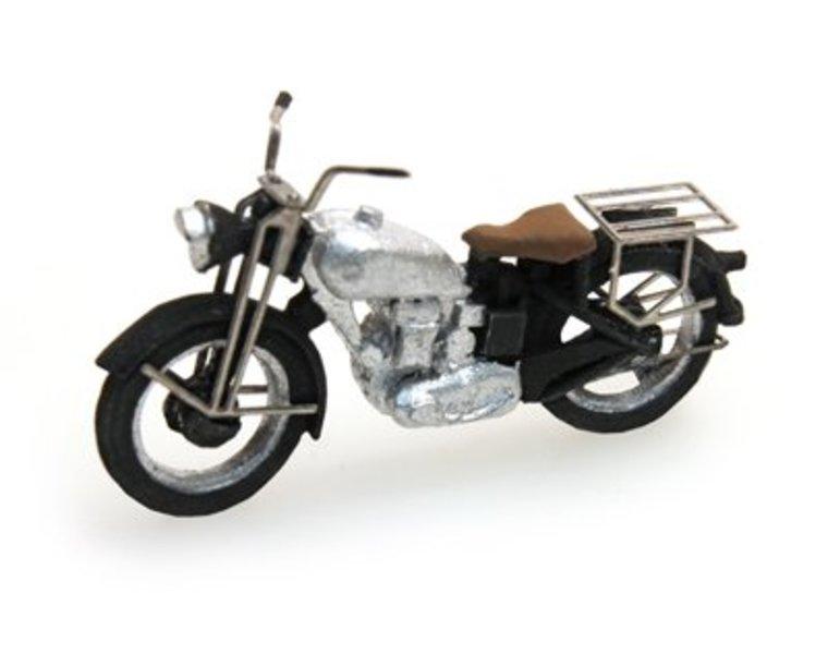 Motorrad Triumph zivil, silber