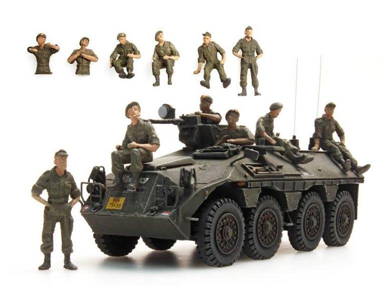 Ausruhende Mannschaften DAF YP-408