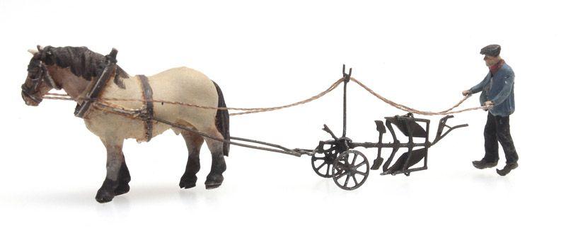 Paard met ploeg