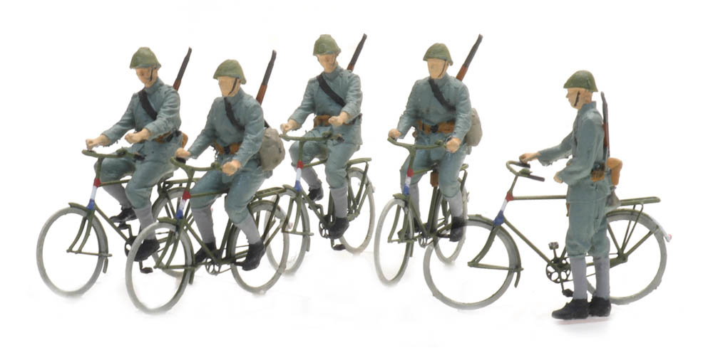 Cycling soldiers 1940