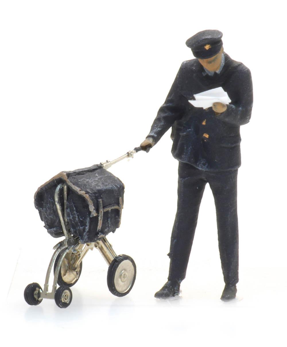 Briefträger und Wagen