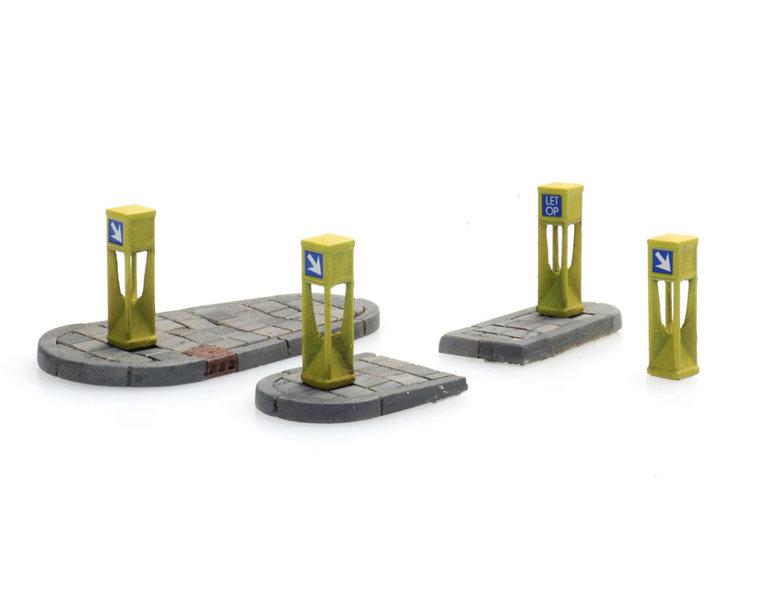 Traffic columns (4x) and refuge islands (2x)