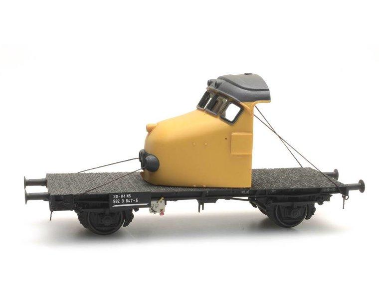 Dutch 2-axle flat car with 'Hondekop' yellow