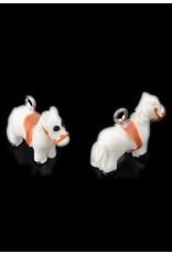 Kunststof hangers/bedels paard wit met zadel 21x16mm
