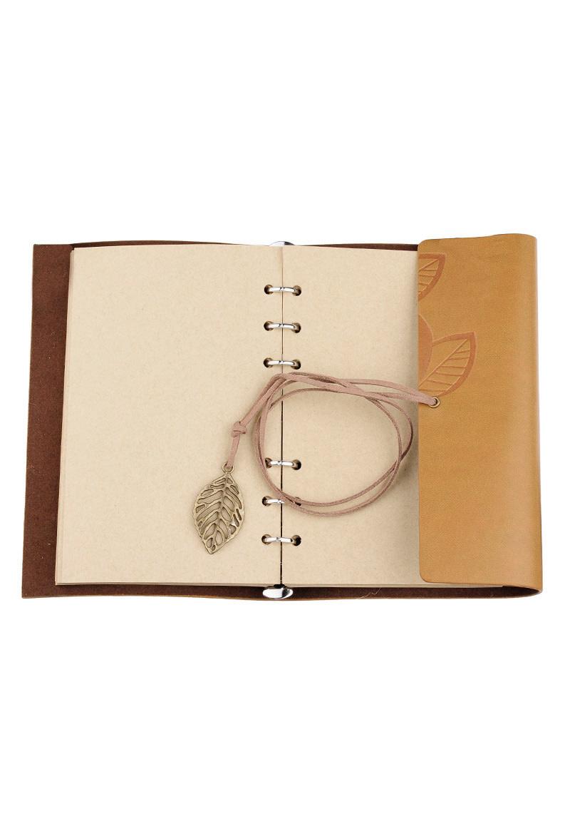Notitieboekje versierd met eikenblad