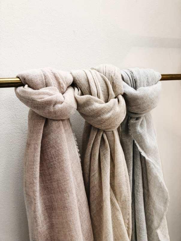 Zomerse grijze kleuren sjaals