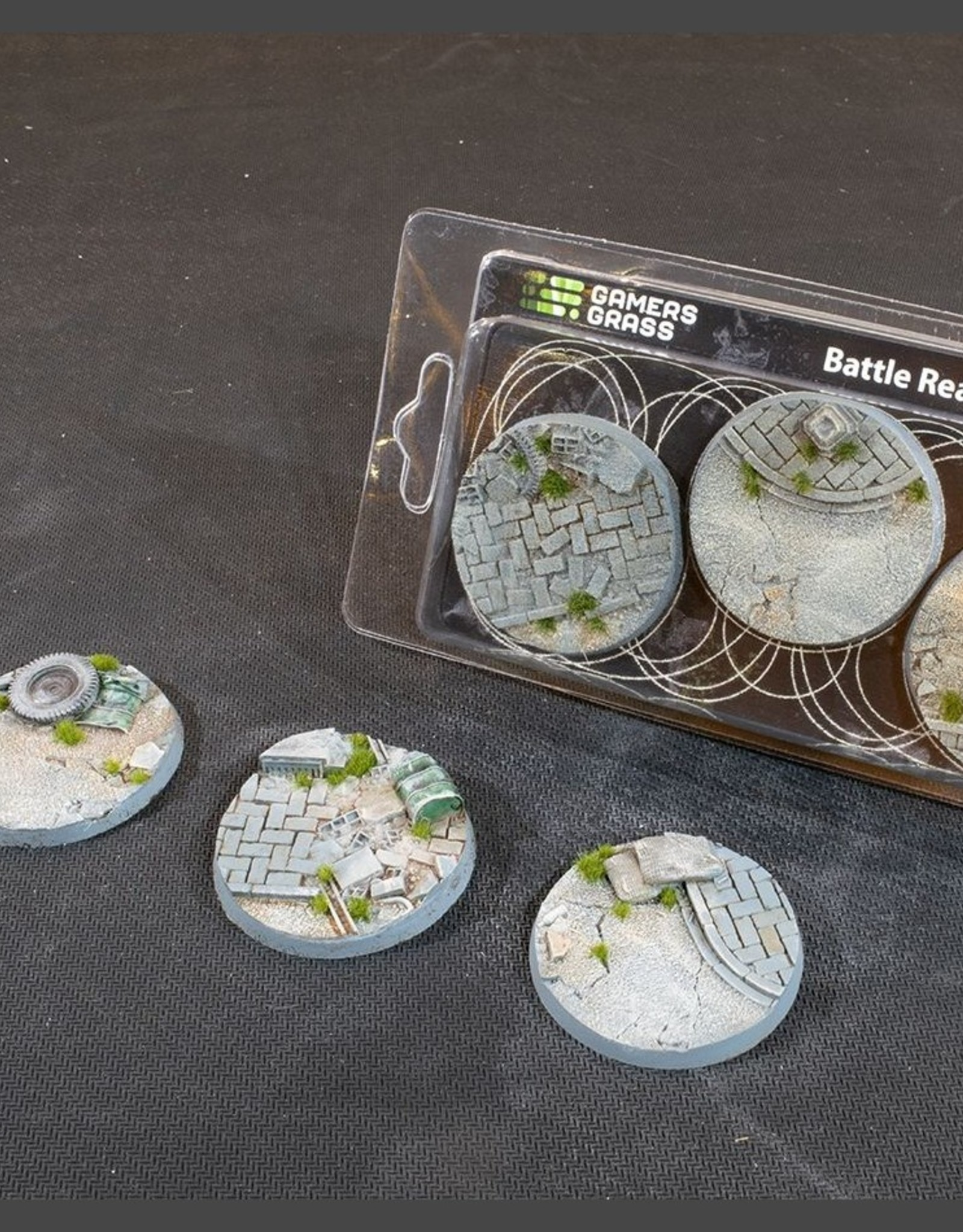 Gamers Grass Urban Warfare Bases Pre-Painted (3x 50mm Round)