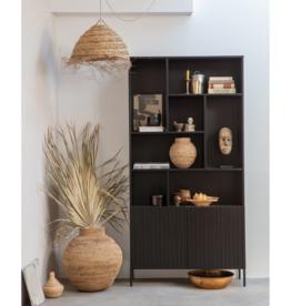 Wandkast in zwart grenenhout