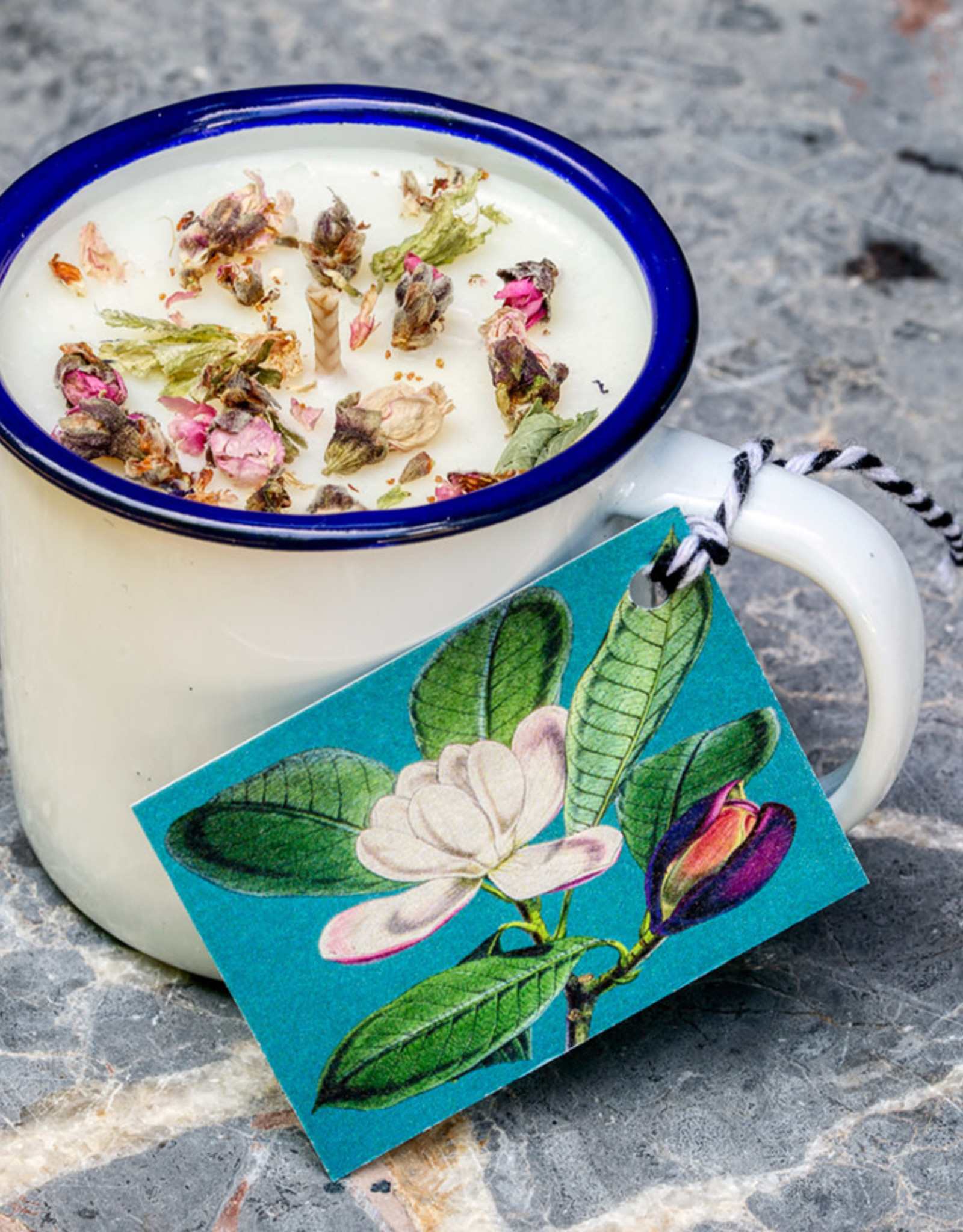 Madame Treacle Geurkaars sojawas 'Herb Garden' in enamel espressobeker