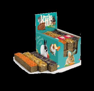 Little One Stick aus Wiesengras mit Topping, sortiert (Karotten, Ringelblumen, Malvenblüten), 9x85 g