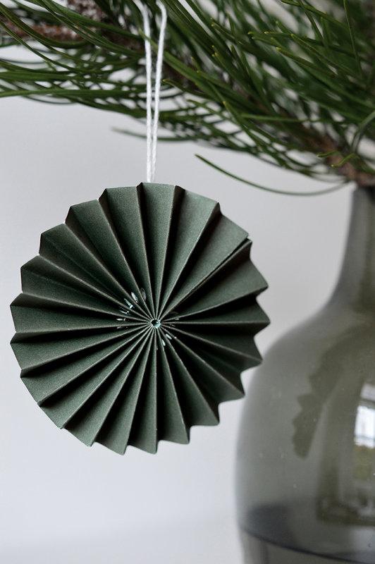 DELIGHT DEPARTMENT 10-green   paper ornament