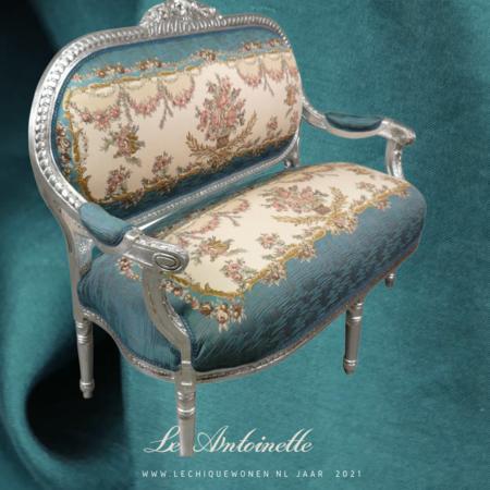 LC Le Antoinette  Sofa