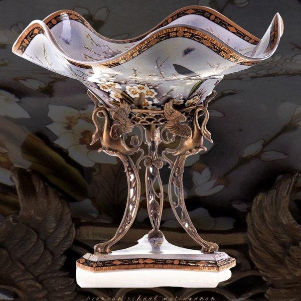 Decotrends  Bronzen  porseleinen schaal met zwanen