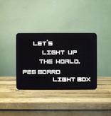 Banzaa LED Letter Pegboard met 204 Letters en Nummers – 29.7x21x4cm | Woorden maken op Oplichtend Bord | Woonaccessoires | Gaatjes bord | Tekstbord
