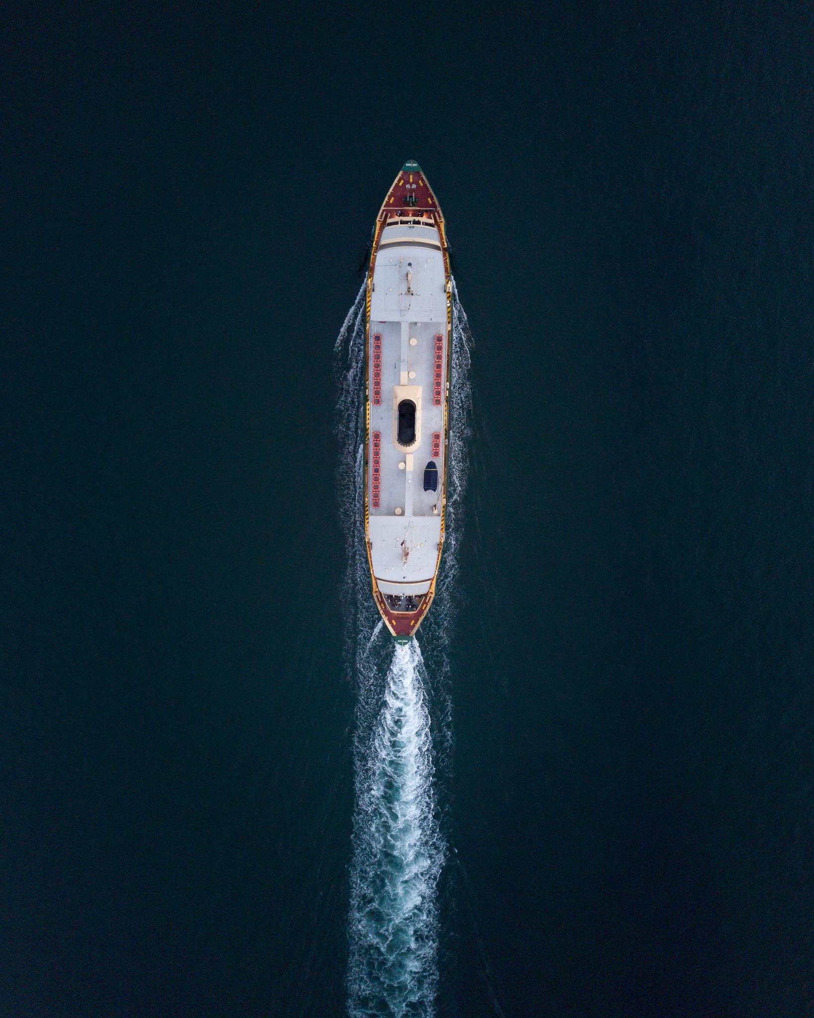 Hoe stijg je op en land je veilig met je drone op een boot?