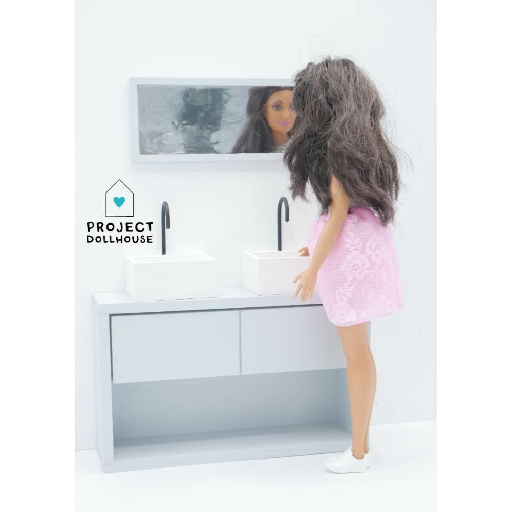 Bathroom Grey Barbie-3