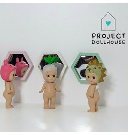 Project Dollhouse Hexagon Spiegel