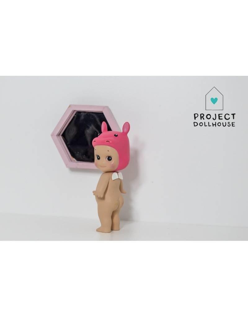 Project Dollhouse Hexagon Spiegel