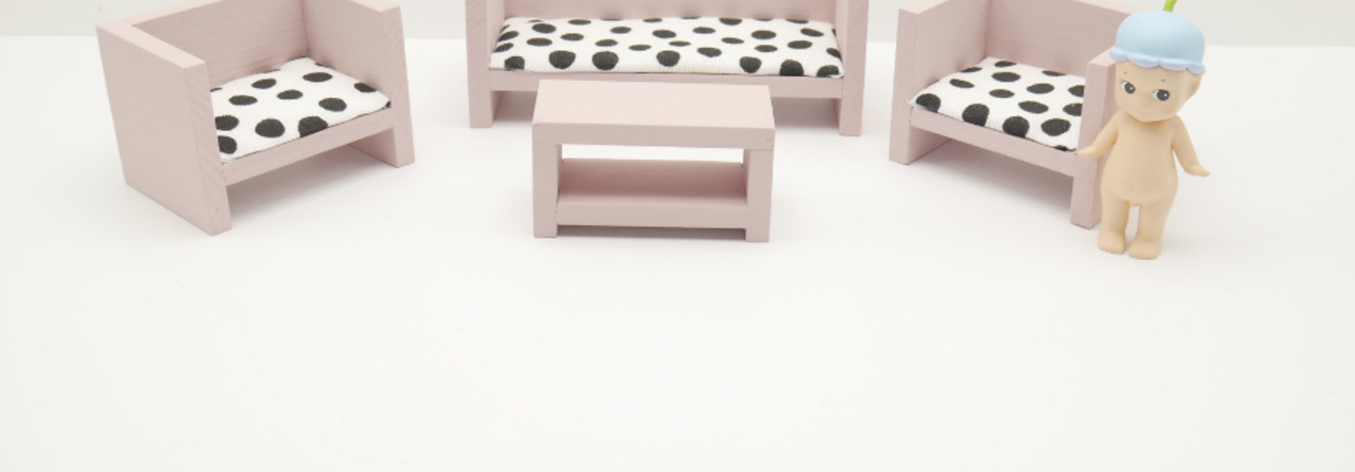 Modern Lounge Set Closed Old Pink