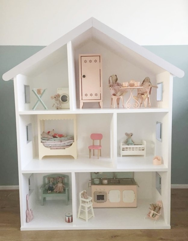 Maileg dollhouse with grey details-1