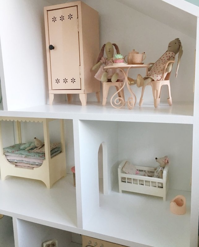 Maileg dollhouse with grey details-2