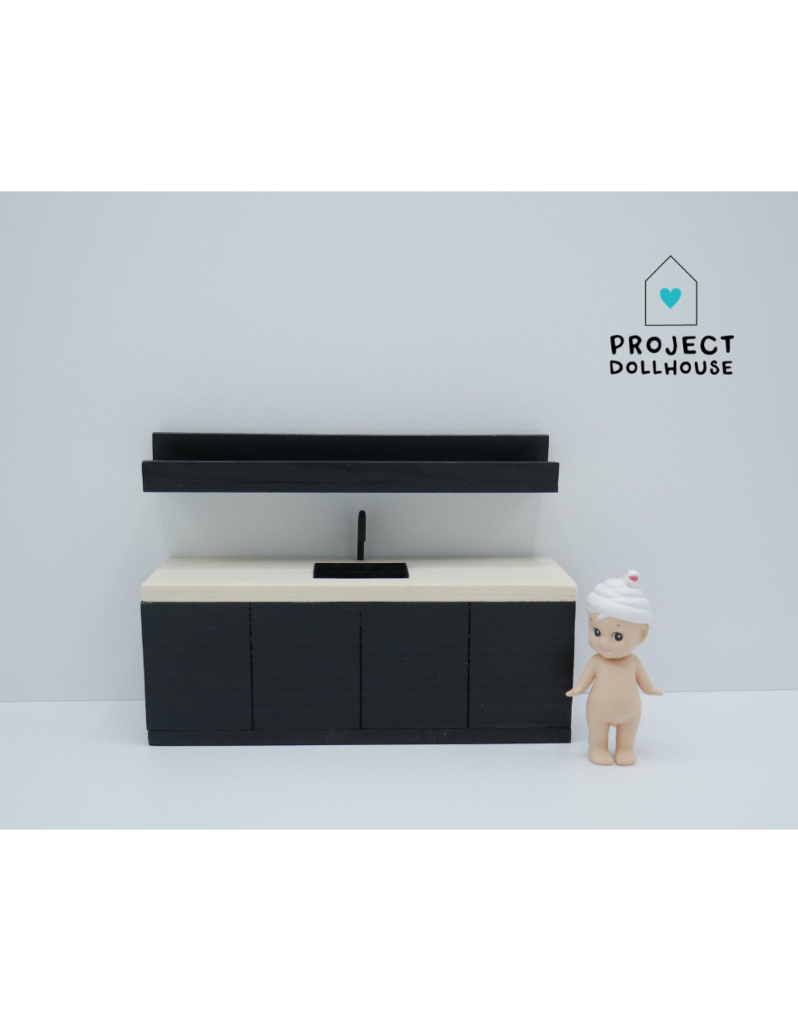 Project Dollhouse Zwarte keuken met houten werkblad