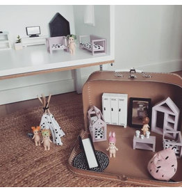 Project Dollhouse Dollhouse suitcase Craft