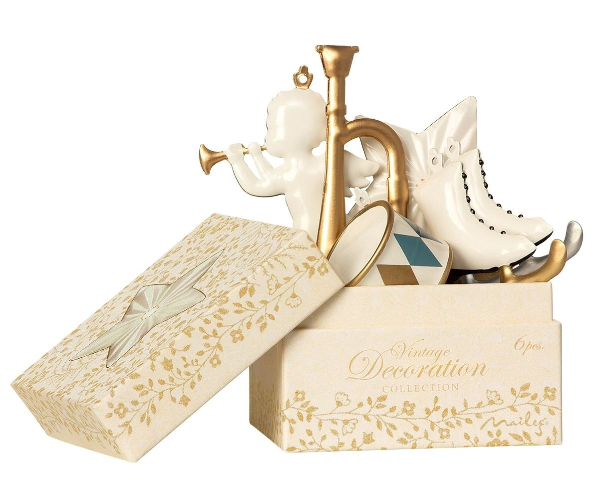 Gift box with Christmas decoration White-2
