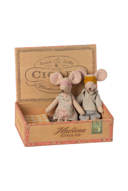 Father and Mother Mouse in Cigar Box - 15 cm