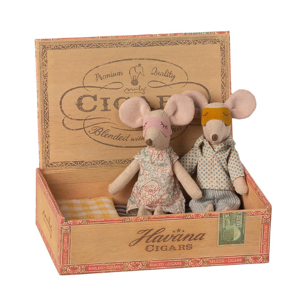 Father and Mother Mouse in Cigar Box - 15 cm-1