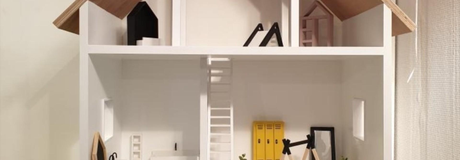 Minthe Groot met 2 trappen, 4 ramen en 4 wieltjes