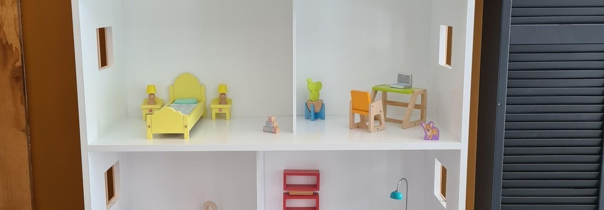 Barbiehuis met ramen, dakterras en dakkapel