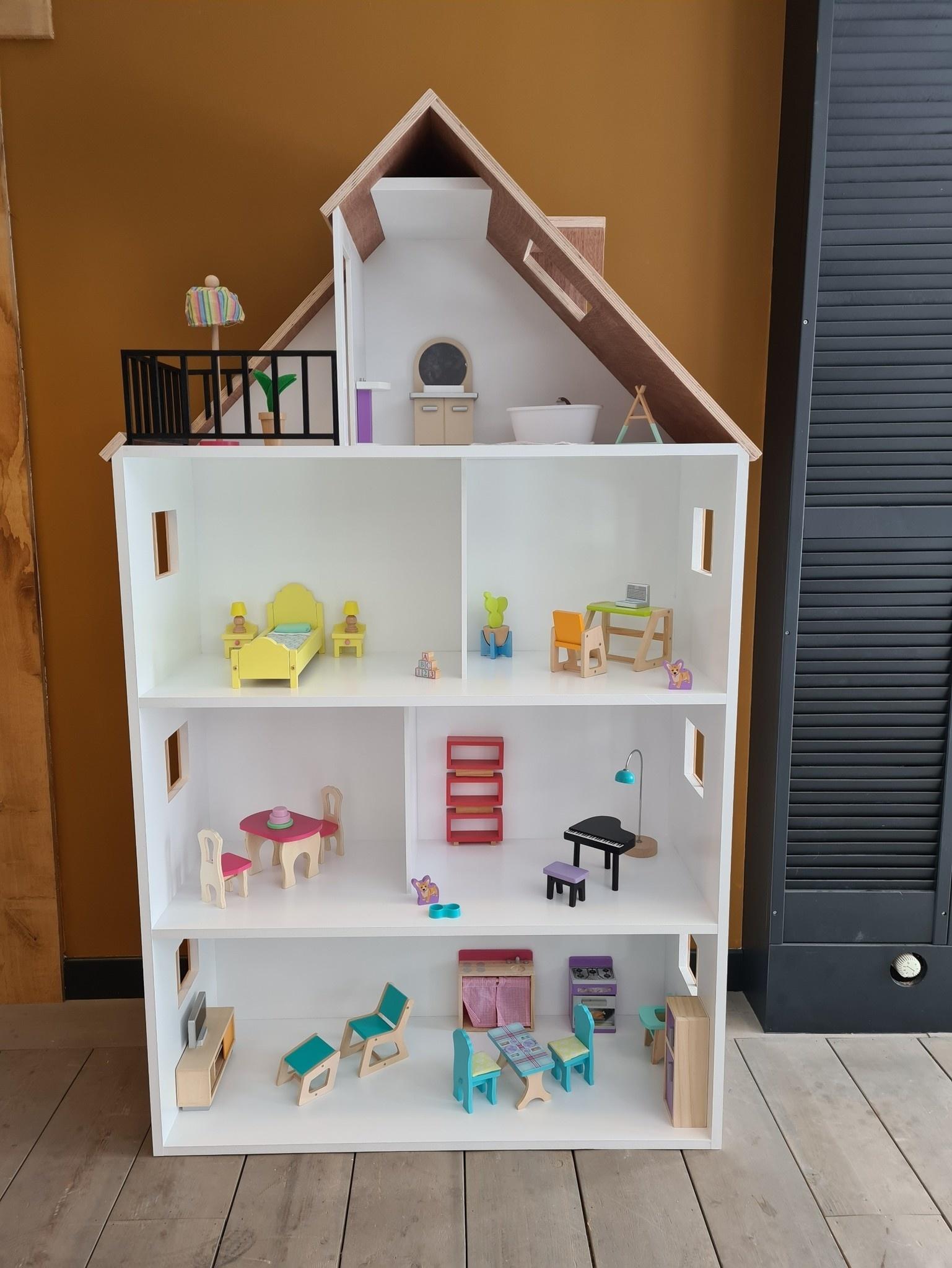 Barbiehuis met ramen, dakterras en dakkapel-1