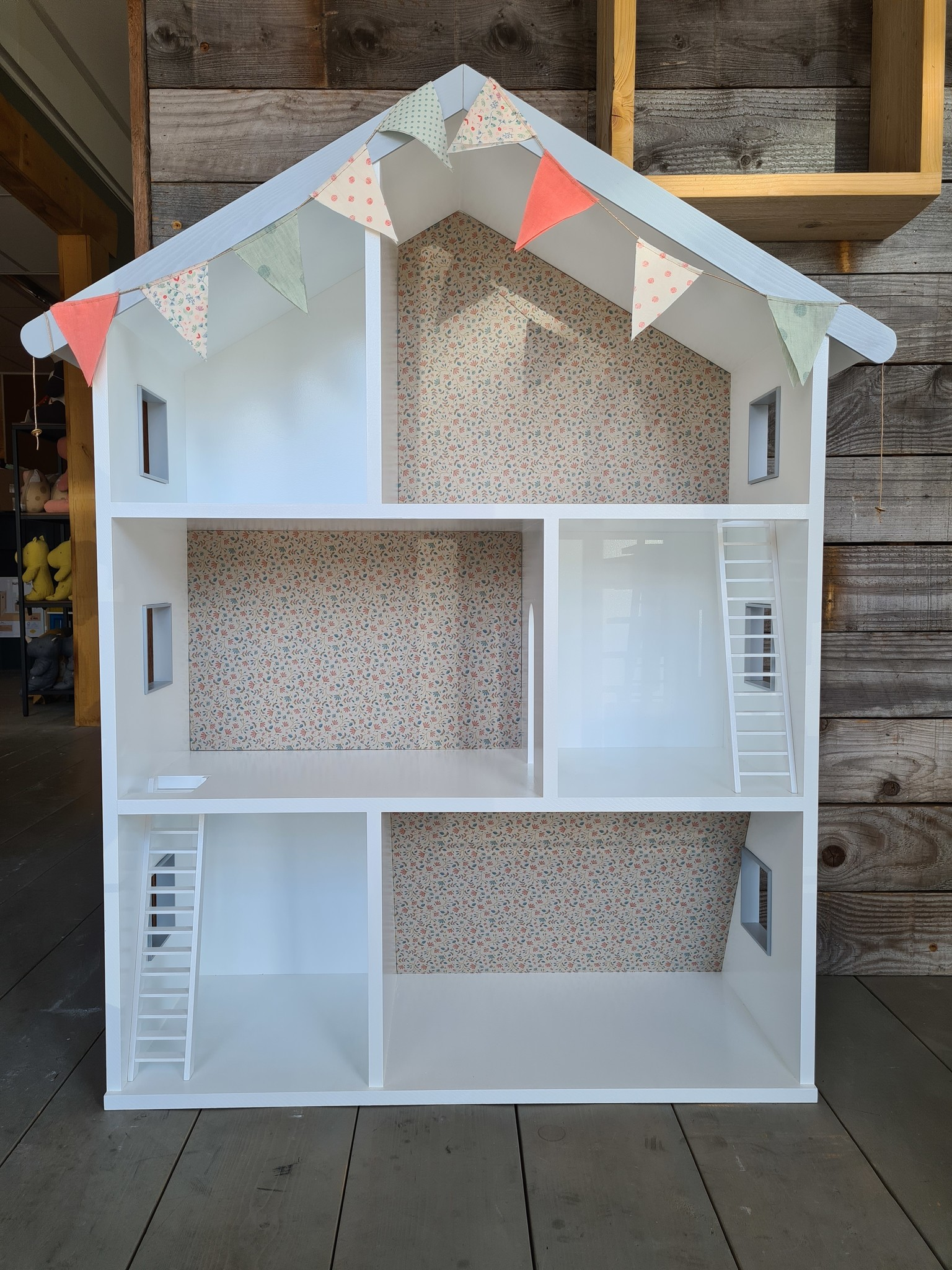 Maileg dollhouse with stairs and wallpaper-1