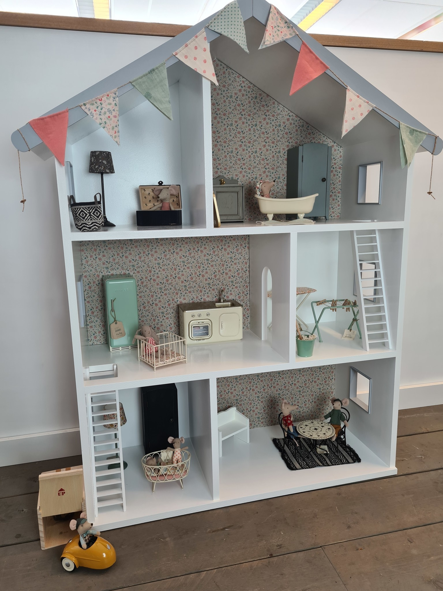 Maileg dollhouse with stairs and wallpaper-3