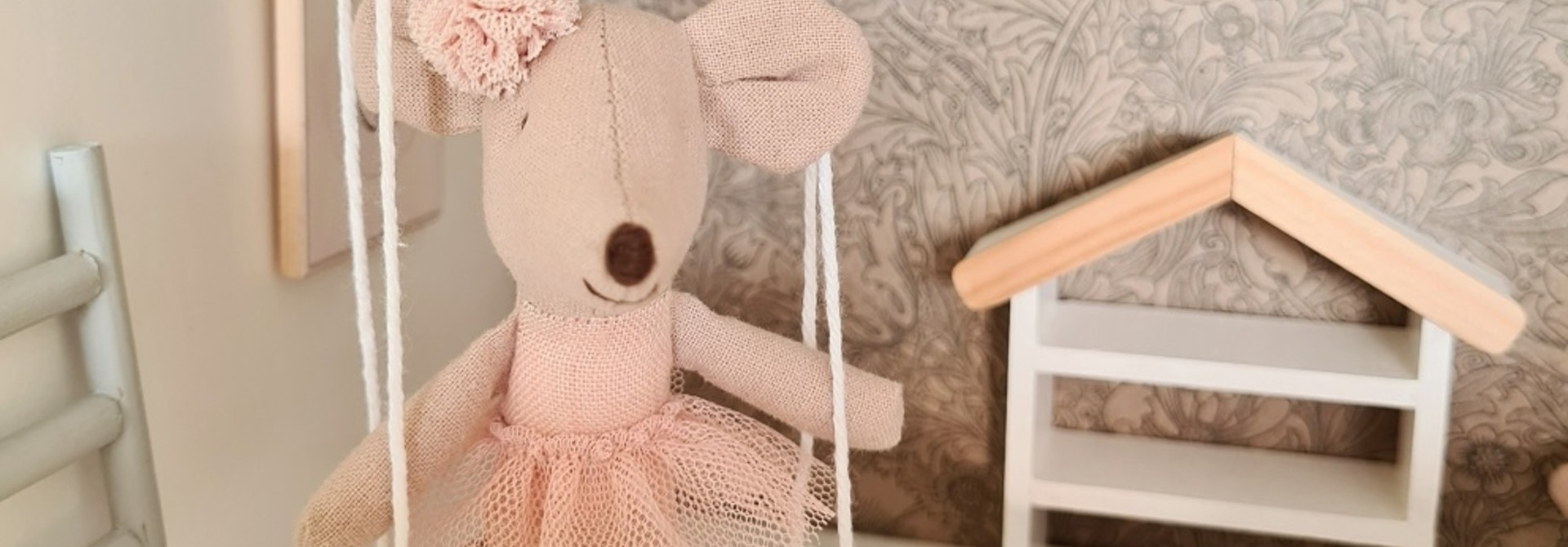 Dollhouse swing