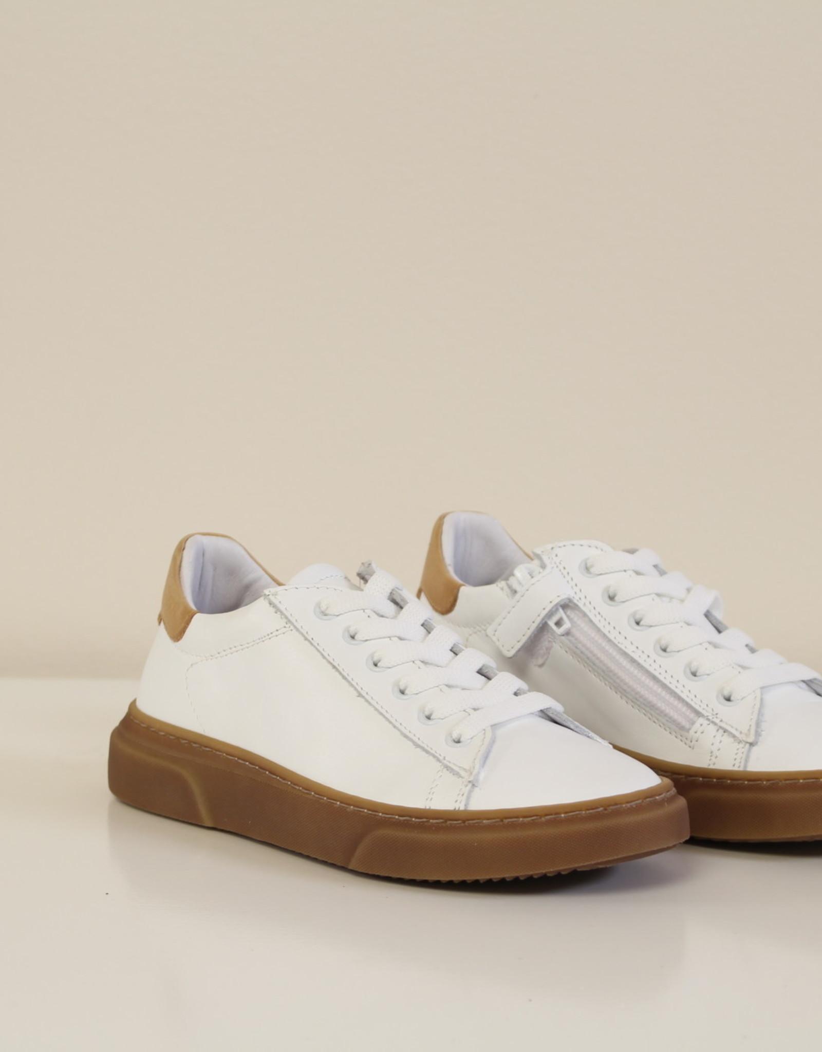 La Triboo 8554 witte sneaker donkere zool