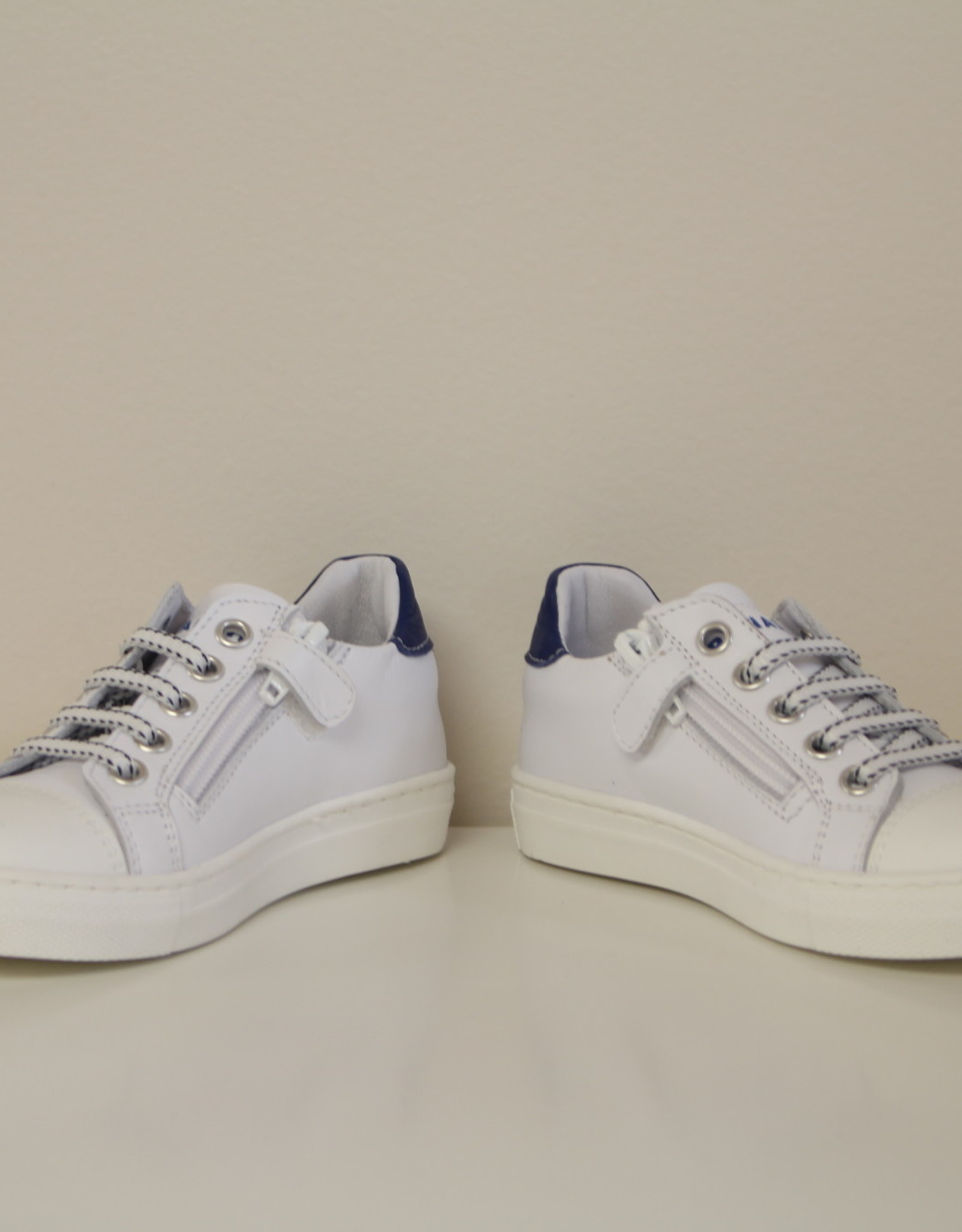 Banaline witte sneaker rood accent