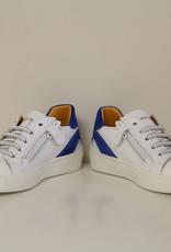 Banaline witte sneaker met blauw accent