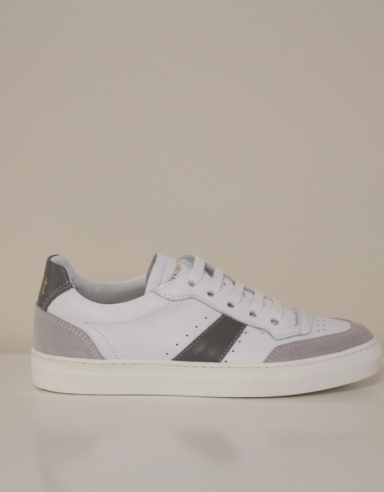 Maxime Tanghe witte sneaker grijs accent