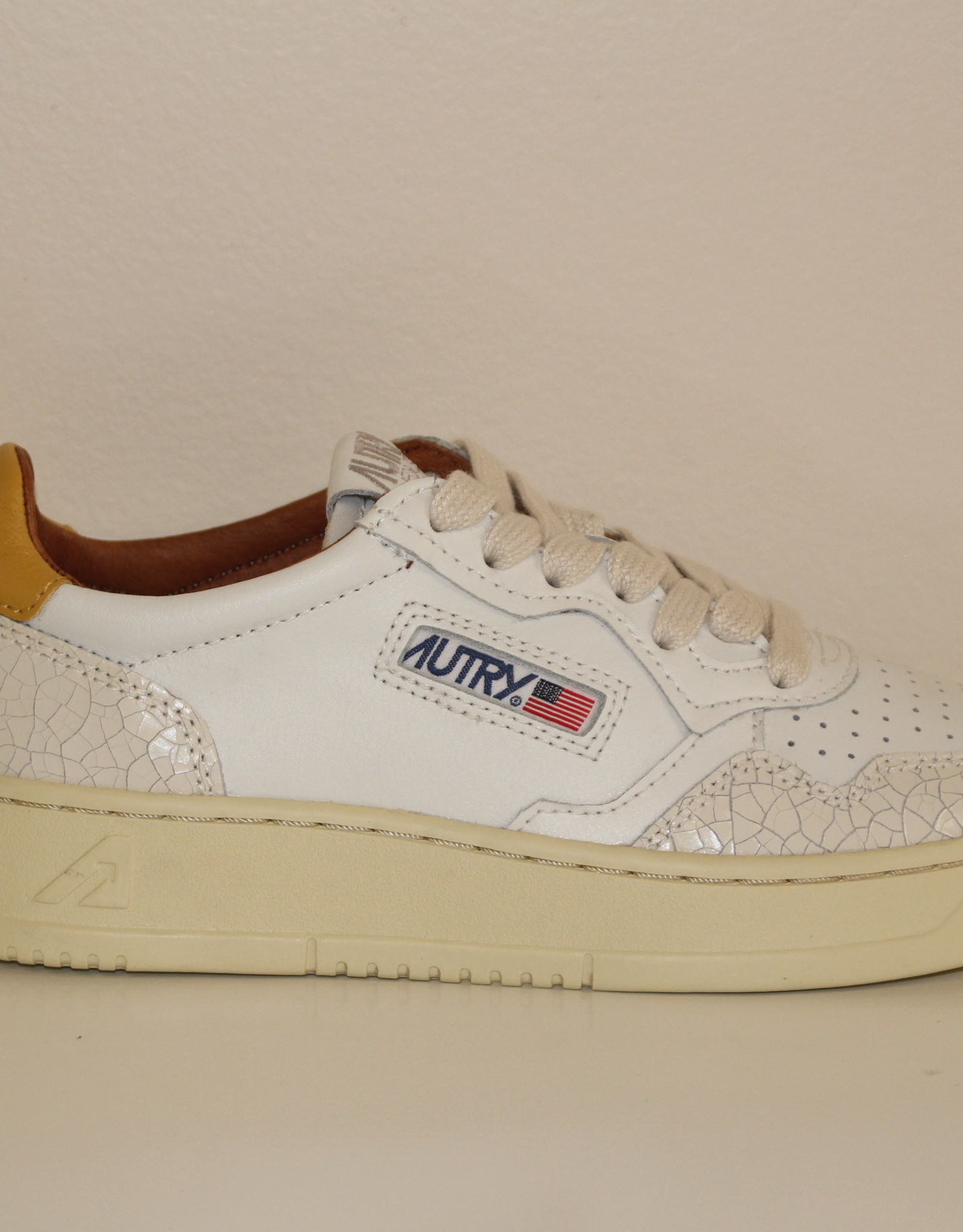 Autry AULWVC leather crack white