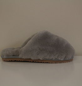MOU closed toe sheepskin slipper