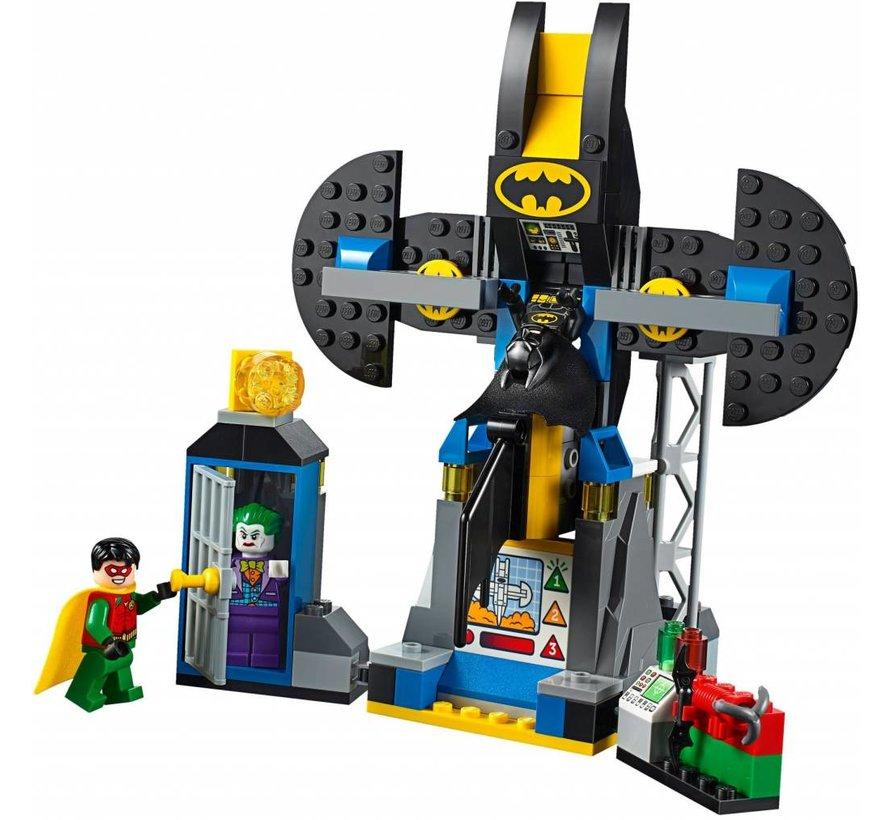 10753 Juniors Joker Batcave aanval
