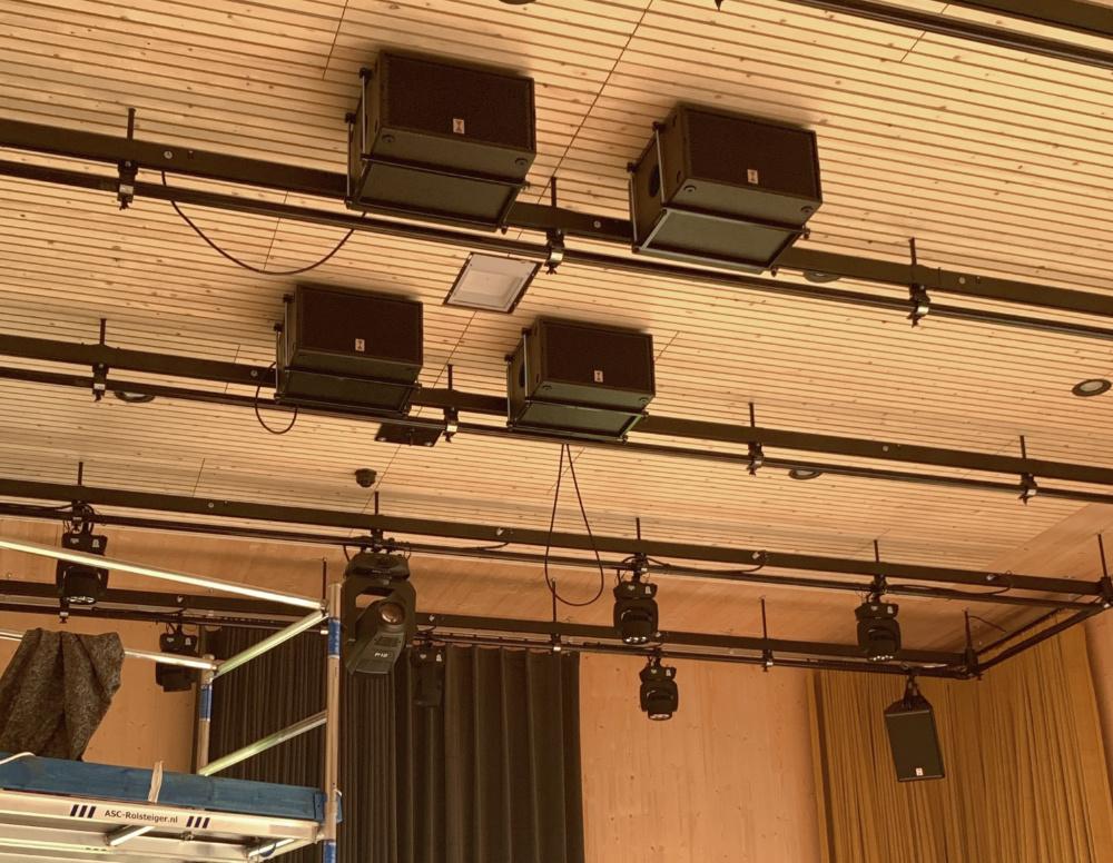 Subs en lampen aan het grid
