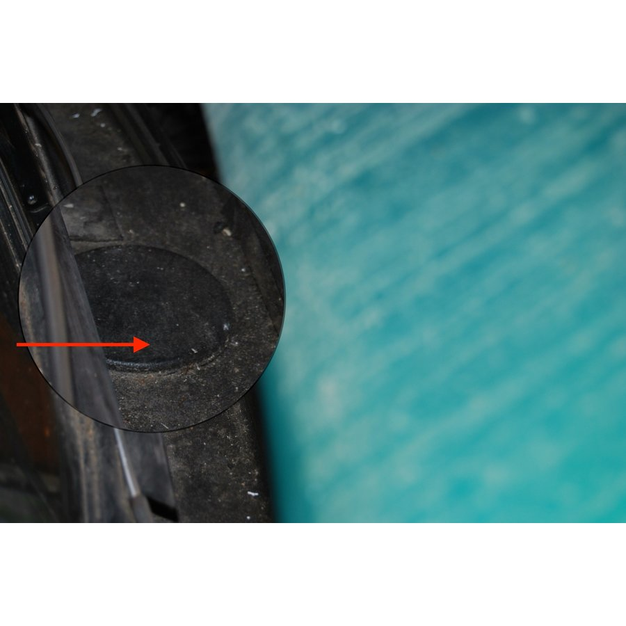 Rubber plug in water gutter above 4 th cilinder original part! Citroën ID/DS-3