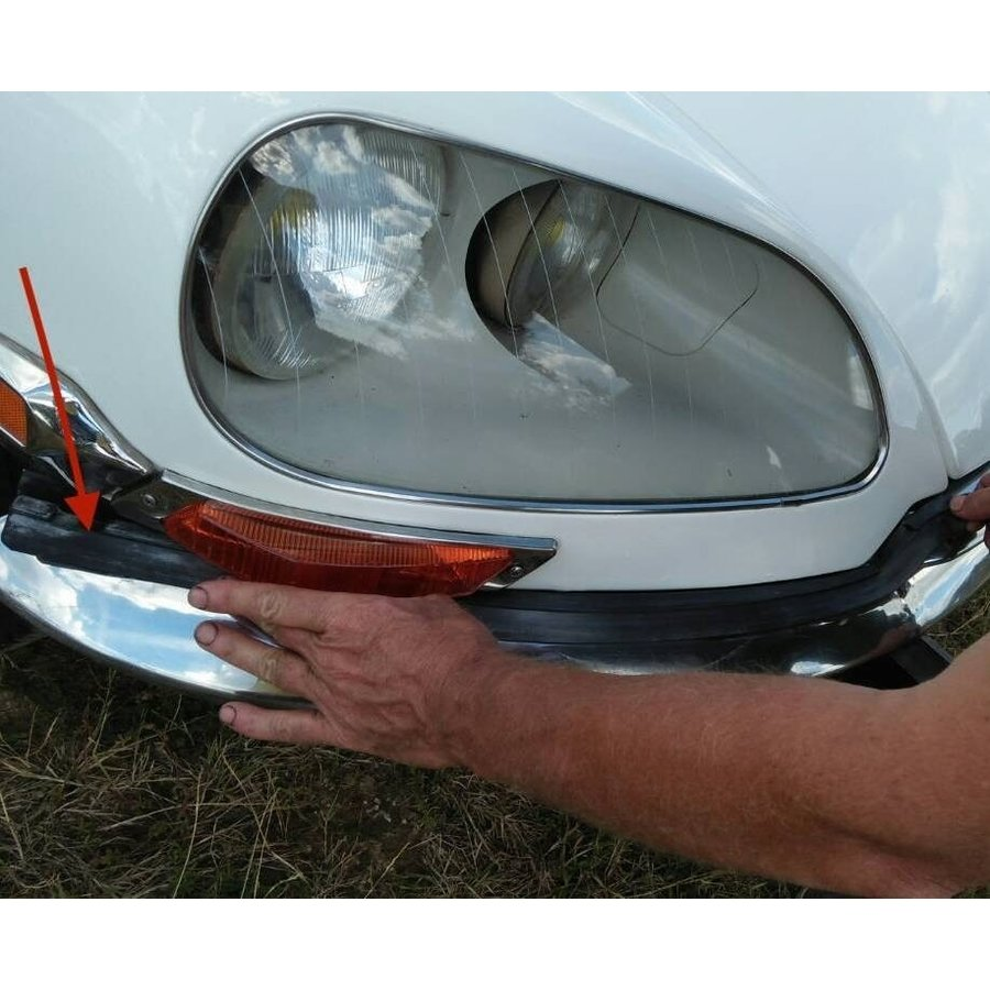 Rubber between front R fender and bumper from 69 Citroën ID/DS-4