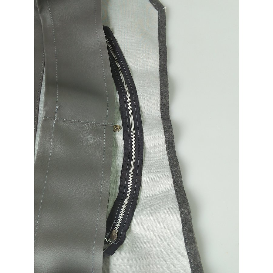 Leatherette conduct with zipper placed in front of the radiator from 65 Citroën ID/DS-2